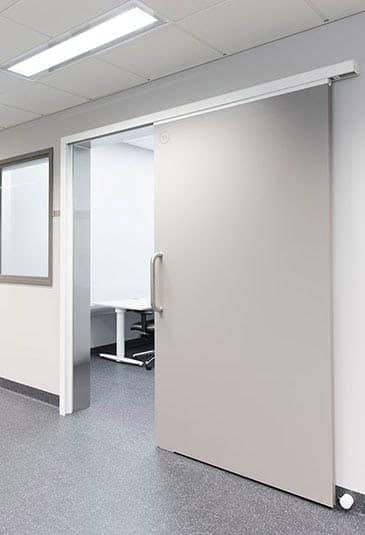 KONE gliding doors – ideal for environments requiring space-efficiency, wheelchair access and noise reduction.